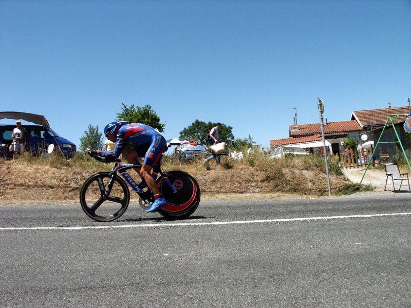 http://iaeperpignan2001.free.fr/Divers/Cyclisme/TDF2003/images/CLM%20069.jpg